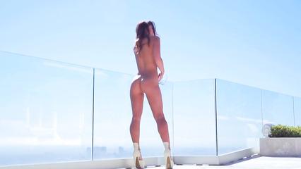 Умопомрачительная девушка с прекрасным телом