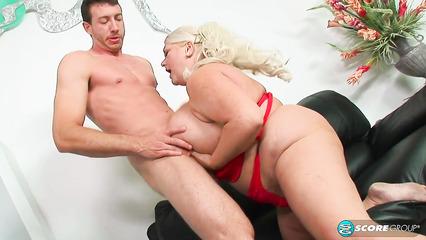 Толстая бабенка нашла подходящего любовника
