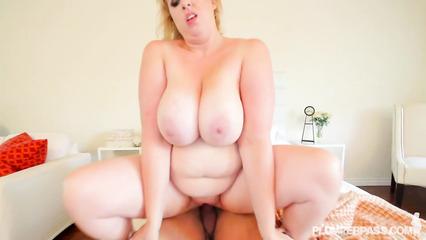 Межрасовое порно негра и толстой аппетитной блондинки