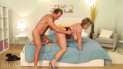 Любимой жене доставил нереальное удовольствие на кровати