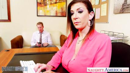 Выебал секретаршу с большими дойками