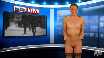 Телеведущие показывают обнаженные тела в прямом эфире