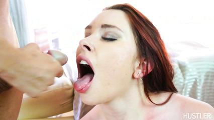 Кончает в ротик рыжеволосой телочки после анального секса