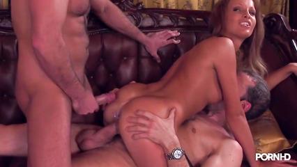Красивая проститутка в чулках трахнулась с двумя мужиками